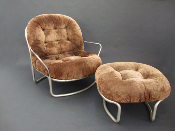 Lounge chair and ottoman mod. 915