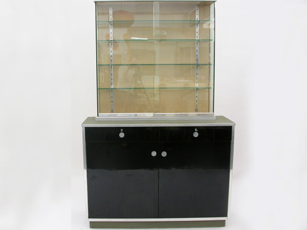 Pharmacy display cabinet