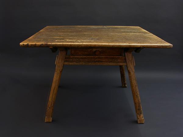 Engadina antique table