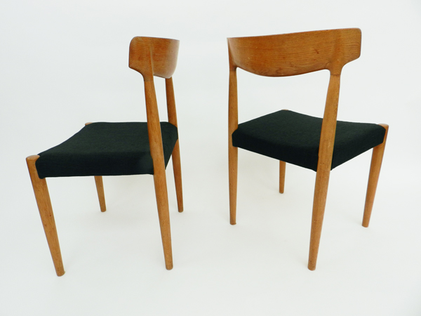 8 Chairs with adjustable dining table