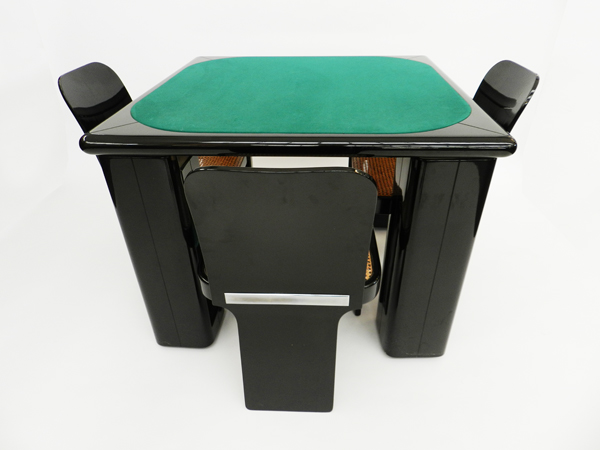 Play's table with chairs