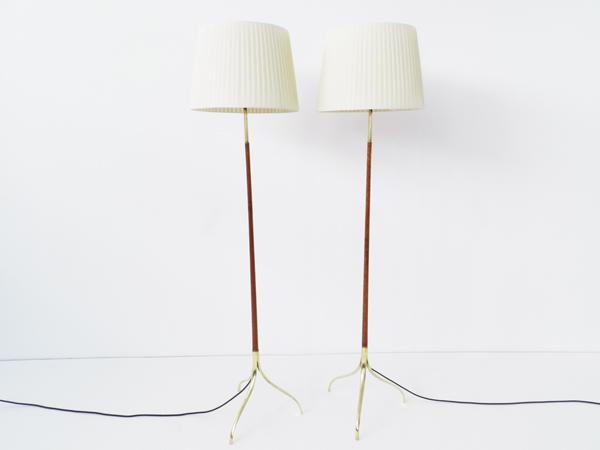2 Three feet floor lamps
