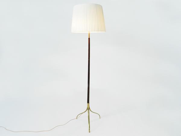 Elegant three feet floor lamp