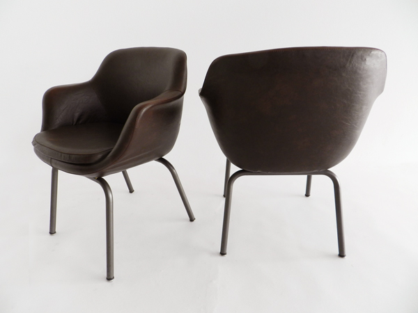 2 Egg armchairs