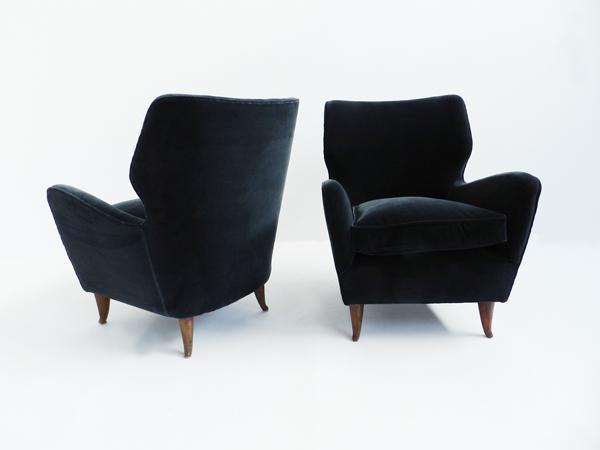 Pair of elegant Gio Ponti armchairs