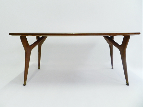 Elegant Table in glass and wood