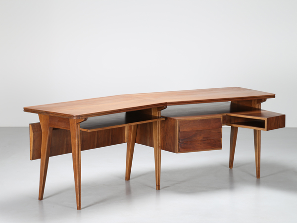 Asymmetrical desk