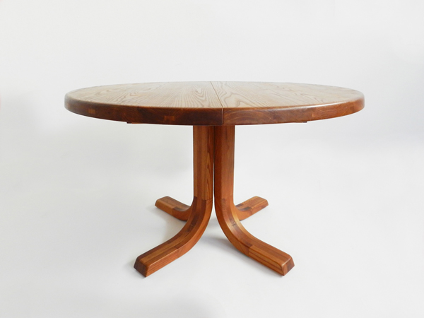 Adj. dining table with 2 leaves