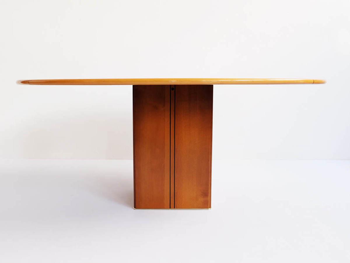 Oval tabel mod. Artona