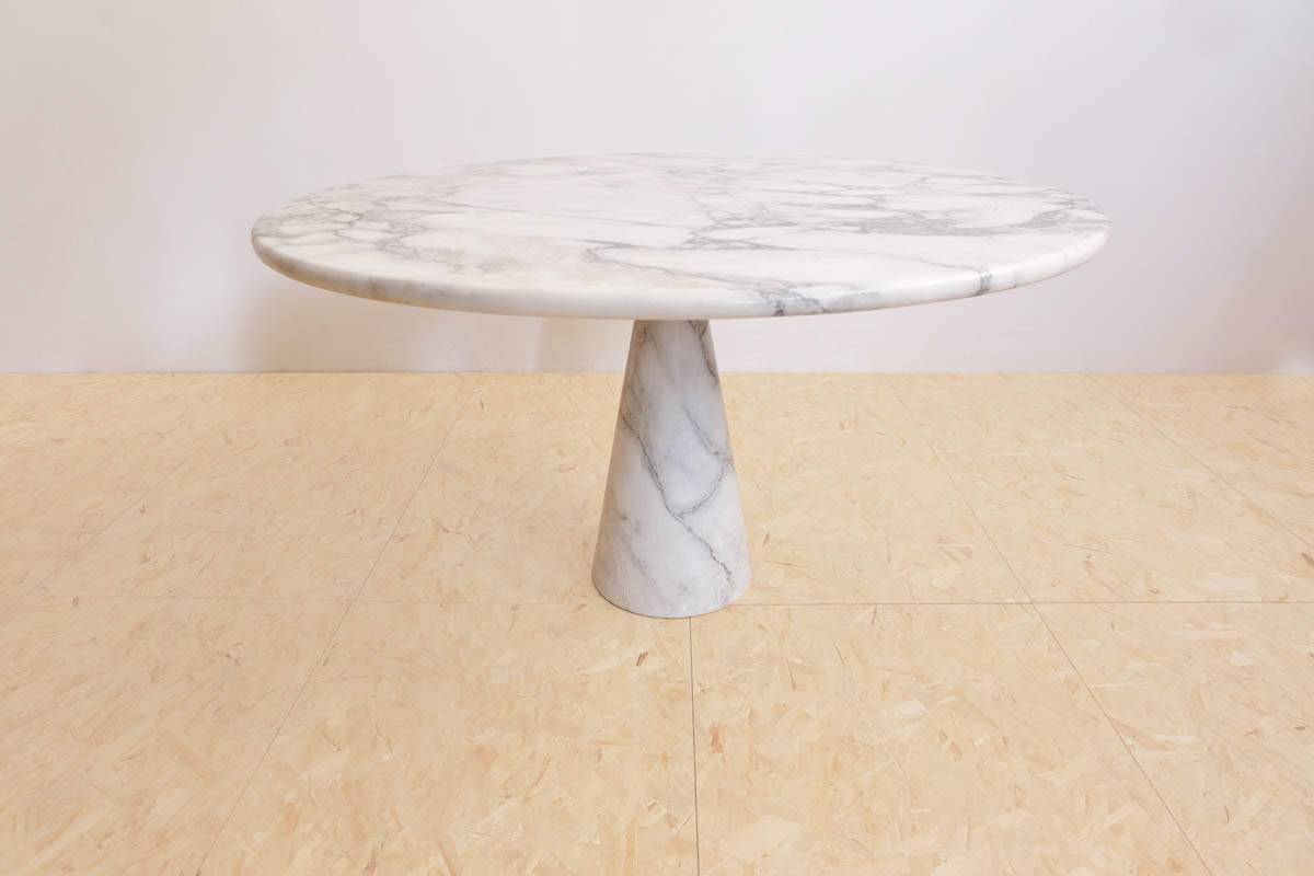 Table from the serie Eros