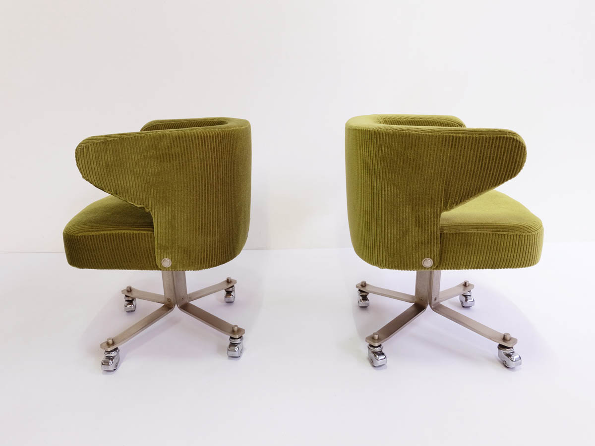 4 Revolving shell armchairs