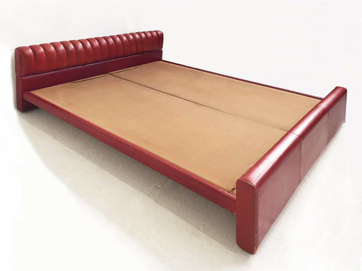 Leather bed mod. Losange
