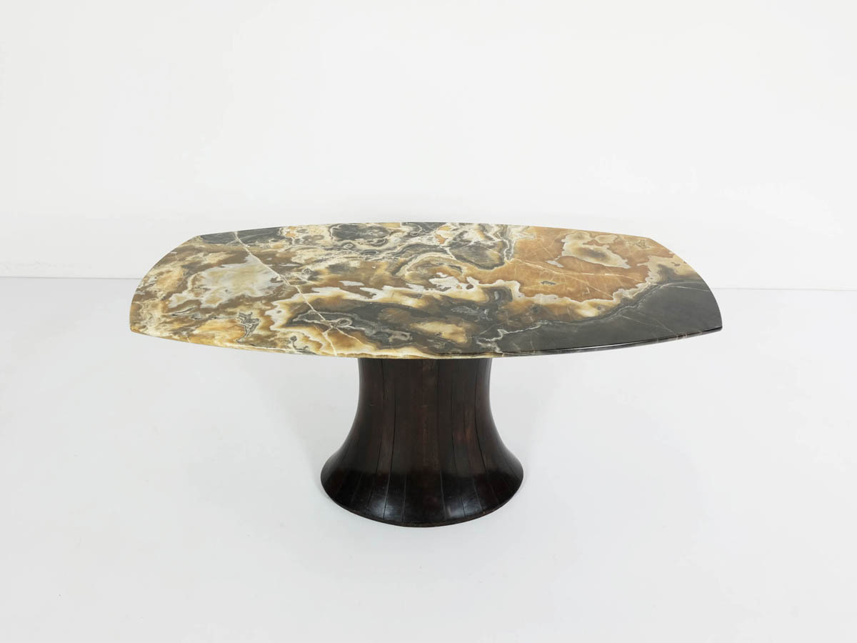Important onyx coffee table