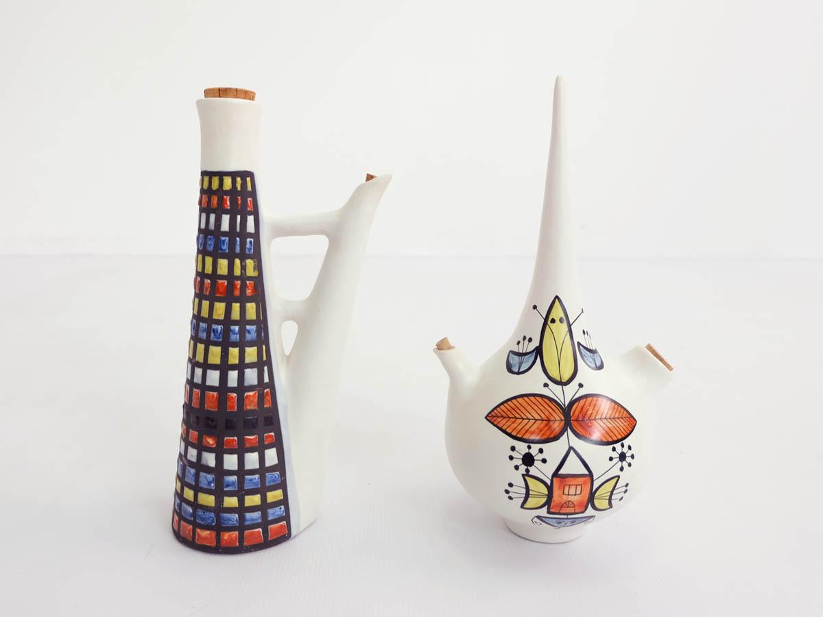 Pair of decorative flagon vase