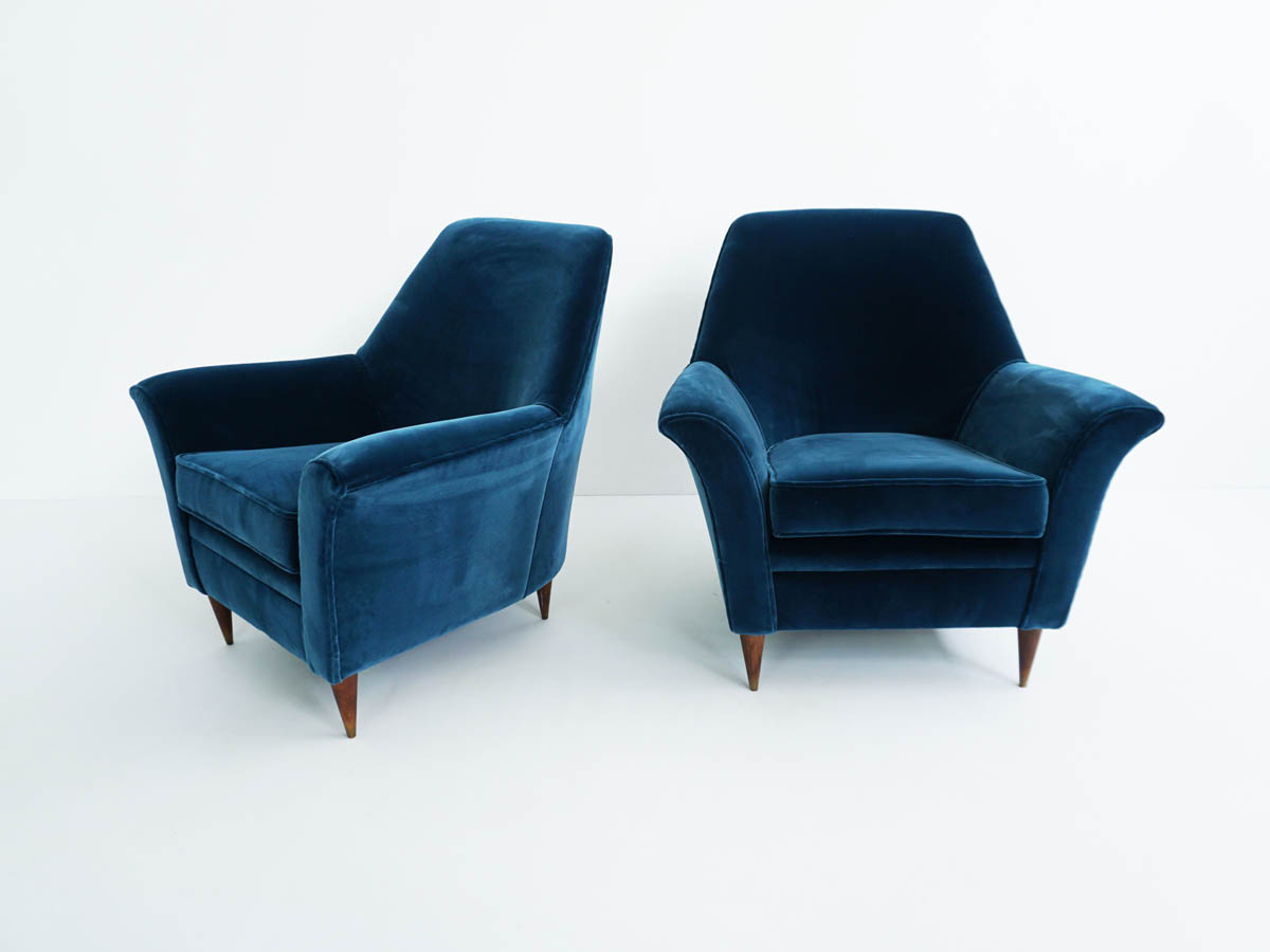 Pair of velvet armchairs