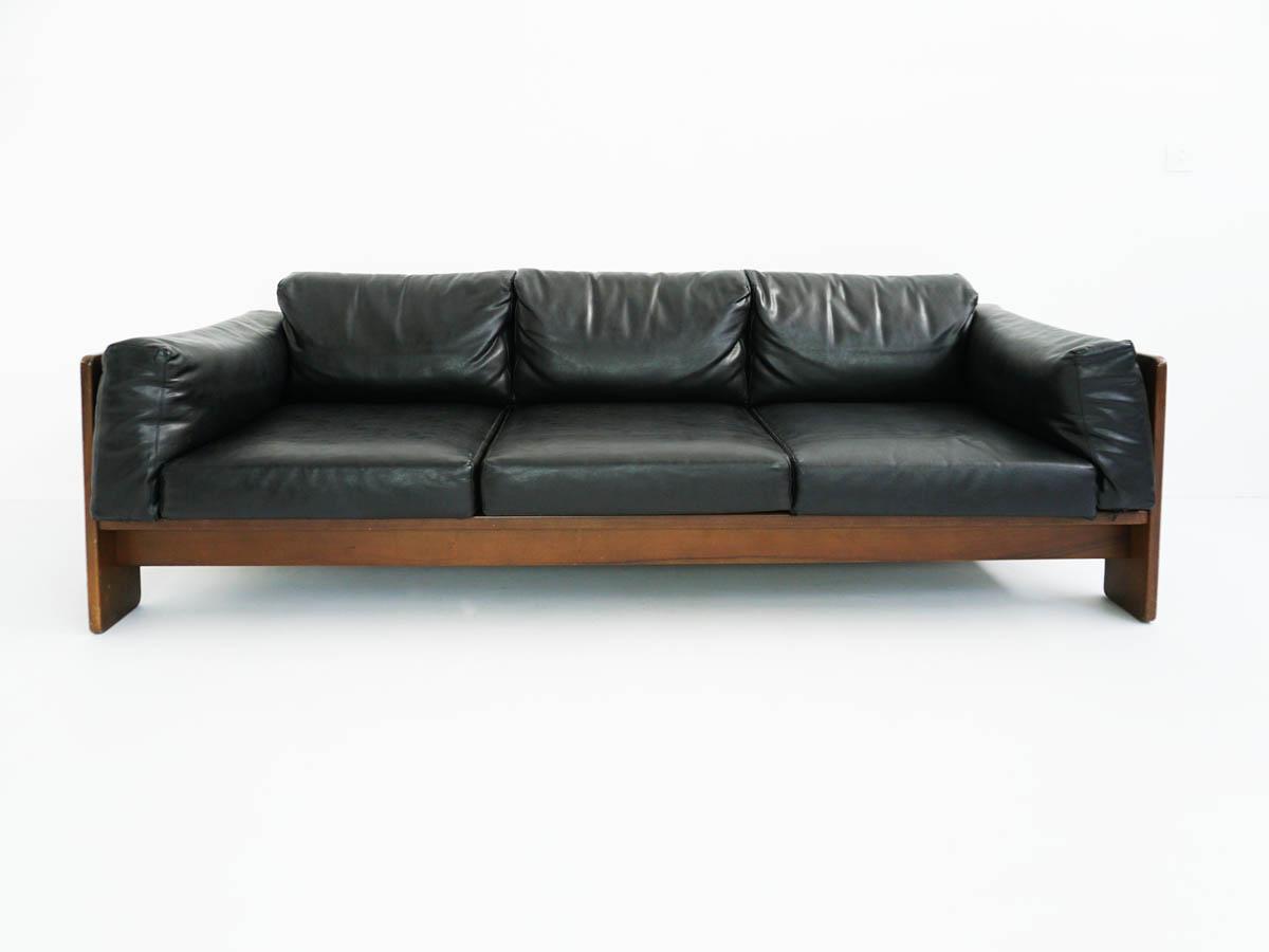 Black leather sofa mod. Bastiano