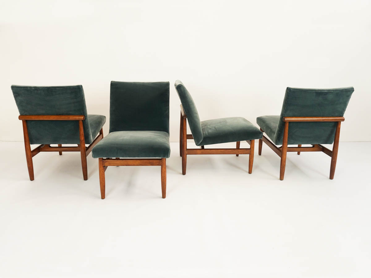 4 Elegant Small Lounge Chairs