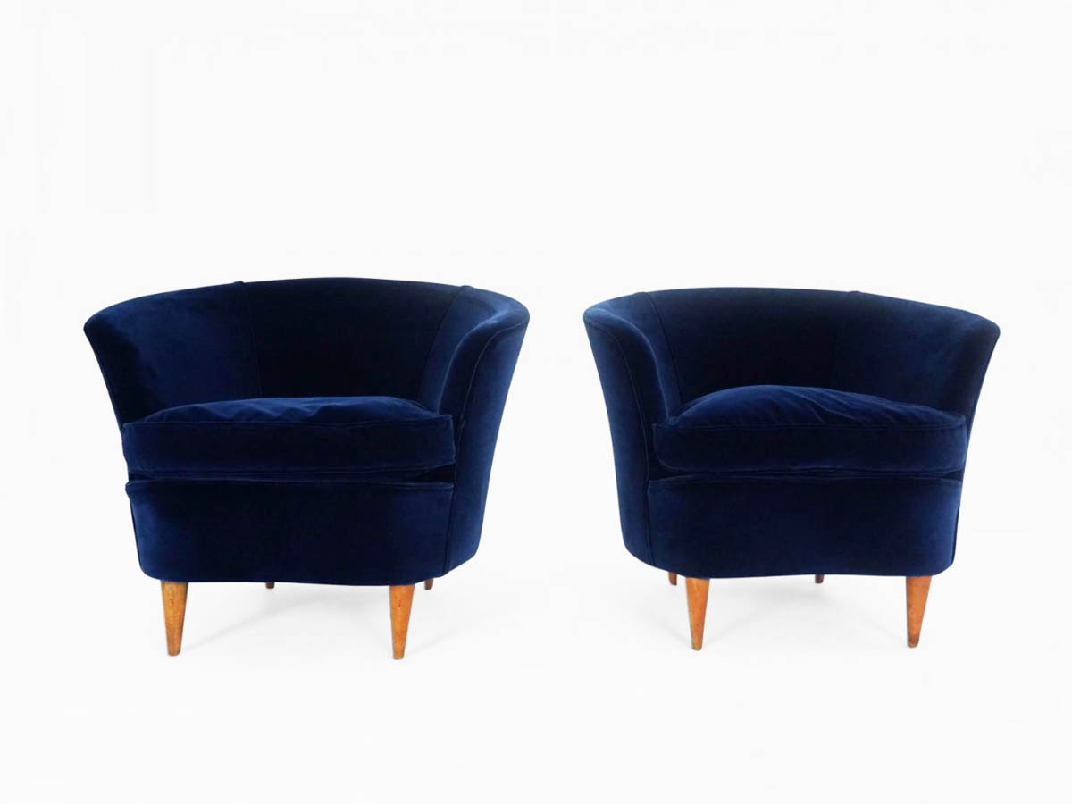 "Pair of comfortable ""Shell"" armchairs"