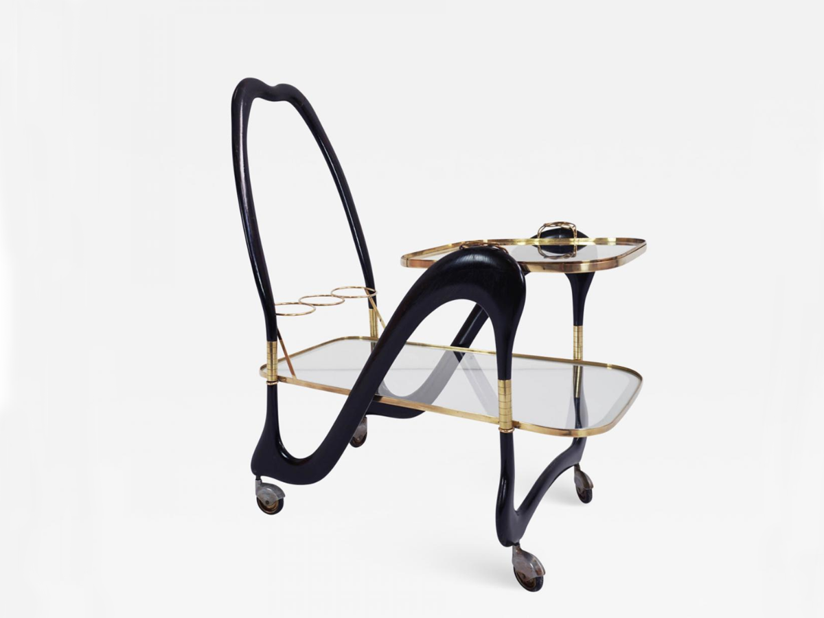 Serving table with separable tray
