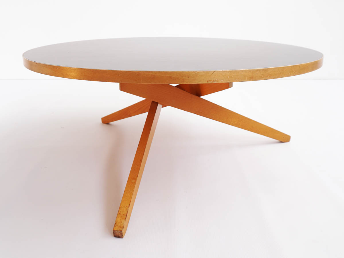 Coffee table convertible into dining table