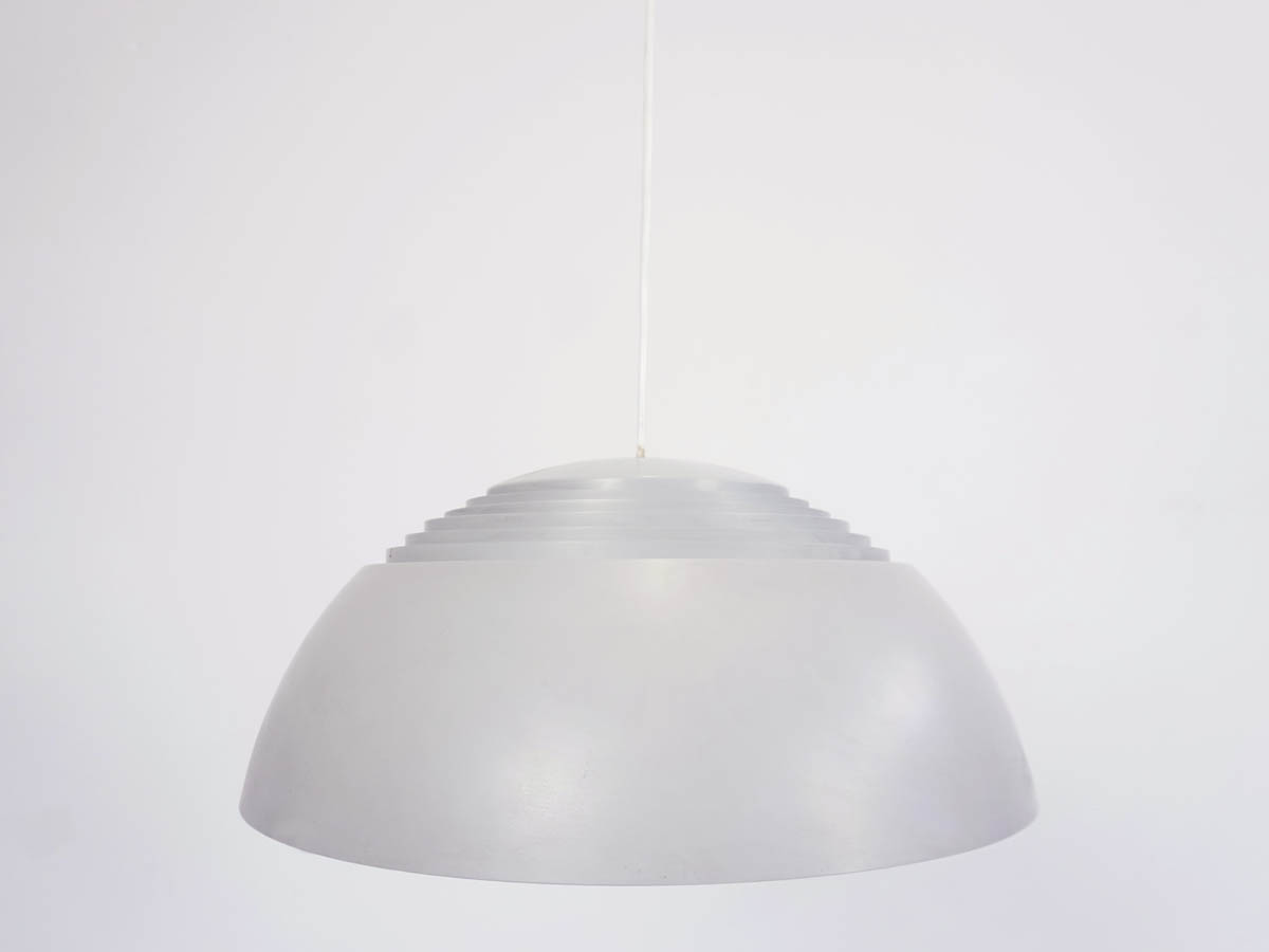 Lustre mod. AJ Royal 500, Gris clair